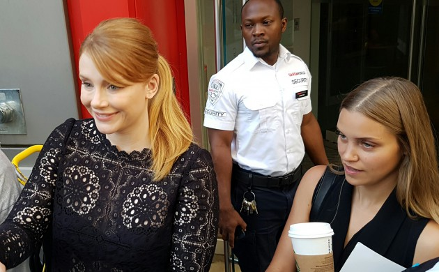 """#SPOTTED: BRYCE DALLAS HOWARD IN TORONTO FOR """"PETE'S DRAGON"""""""