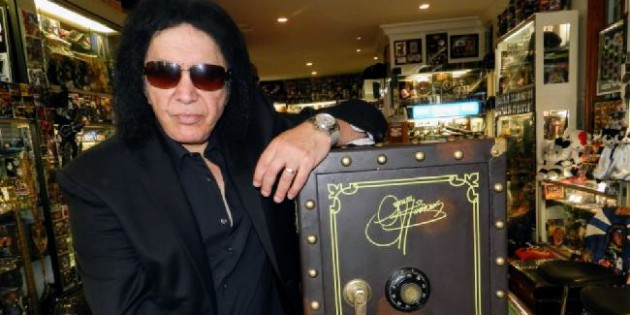 "#SPOTTED: GENE SIMMONS IN TORONTO FOR ""THE VAULT"""