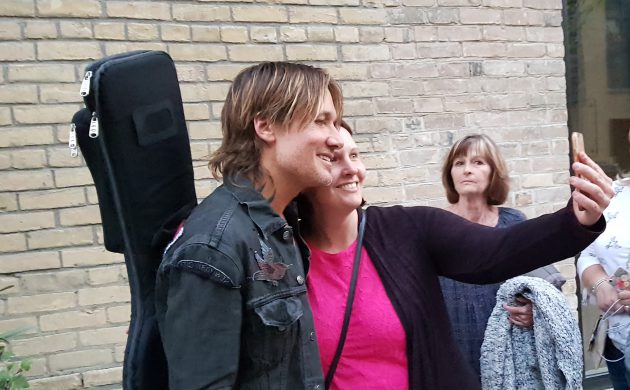 "#SPOTTED: KEITH URBAN IN TORONTO FOR NEW ALBUM ""GRAFFITI U"""