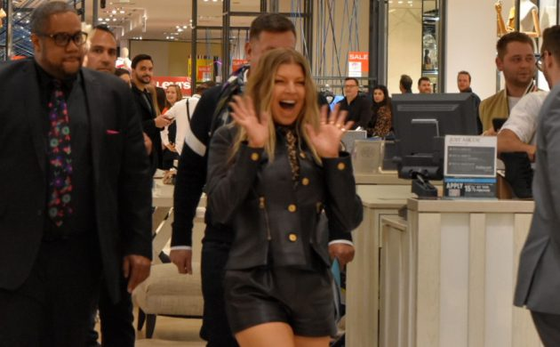 #SPOTTED: FERGIE IN TORONTO AT THE BAY QUEEN STREET